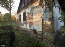Голяма част от входовете на къщите биват зазидани, след идването на българите